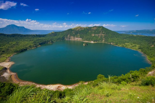 Crater-Lake-at-the-Mouth-of-Taal-Volcano-in-Luzon-Philippines